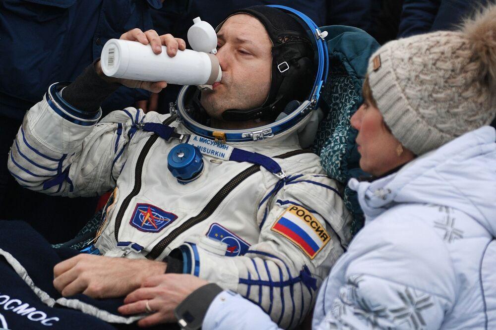 Rosyjski kosmonauta Aleksander Misurkin po powrocie na Ziemię