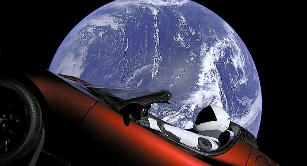 SpaceX wystrzelił w kosmos rakietę Falcon Heavy z kabrioletem Tesla