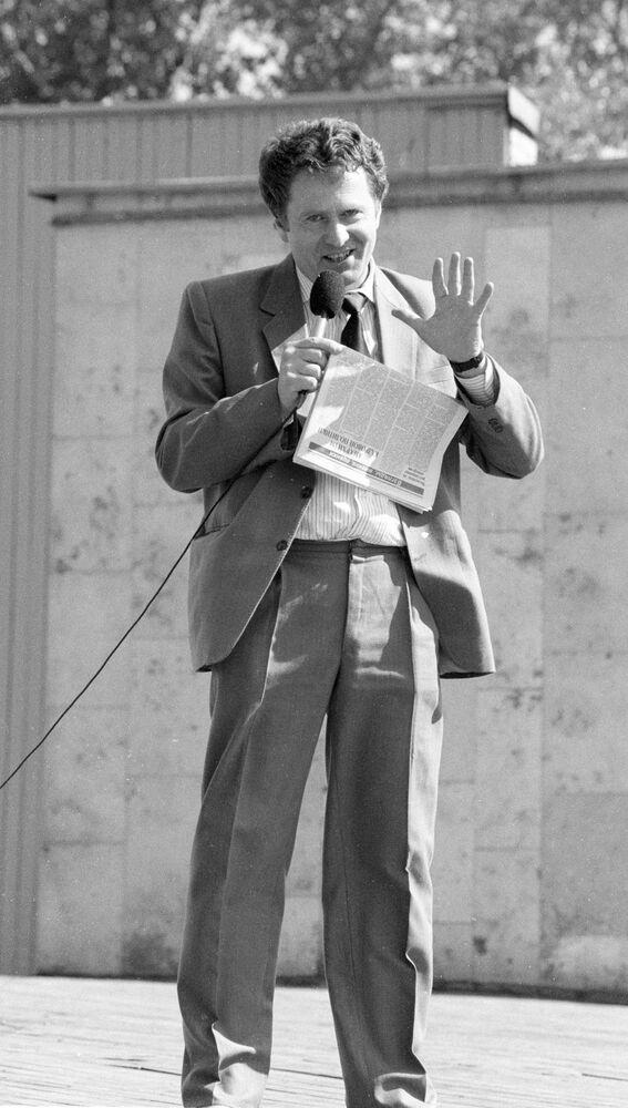 Władimir Żyrinowski na festiwalu niezależnej prasy w Parku Gorkiego w Moskwie