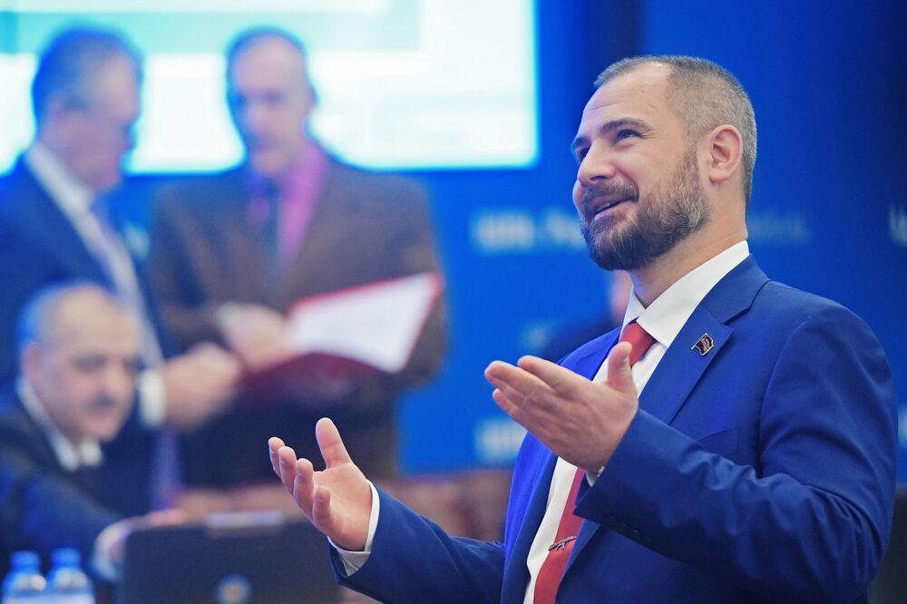 Kandydat na prezydenta Rosji Maksim Surajkin podczas rejestracji w Centralnej Komisji Wyborczej