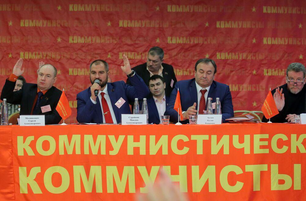 Kandydat na prezydenta Rosji Maksim Surajkin na zjęździe partii Komuniści Rosji