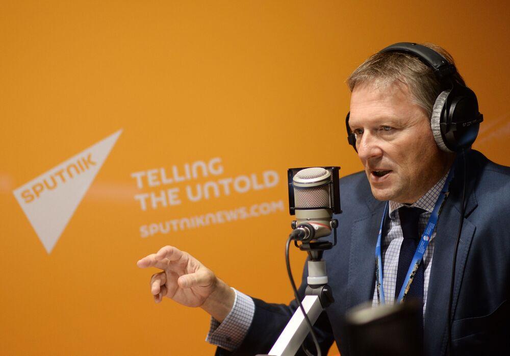 Borys Titow w studiu radia Sputnik podczas XIX Forum Ekonomicznego w Petersburgu