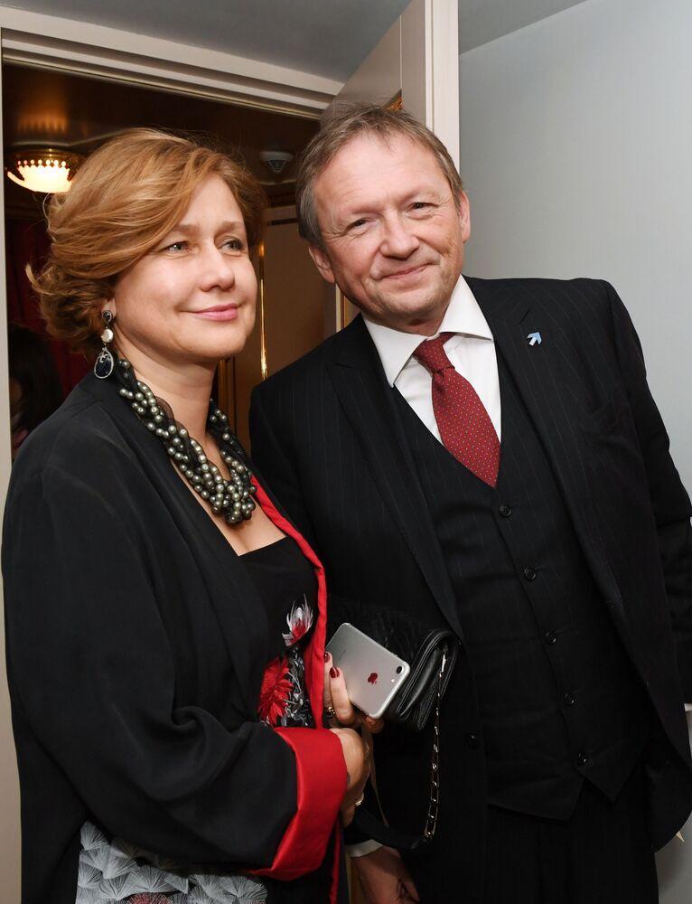 Kandydat na prezydenta Rosji Borys Titow z żoną Jeleną