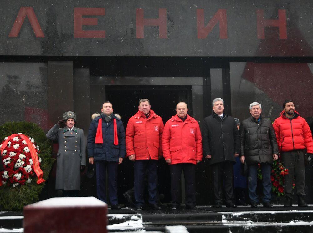 Kandydat na prezydenta Rosji Paweł Grudinin z partii Komunistyczna Partia Federacji Rosyjskiej (KPRF) w Mauzoleum Lenina