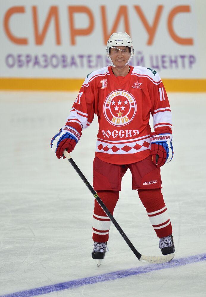 Prezydent FR Władimir Putin podczas meczu hokeja w Soczi, 2015 rok