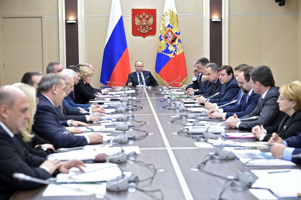 Prezydent Rosji Władimir Putin na spotkaniu z członkami rządu rosyjskiego w 2018 roku