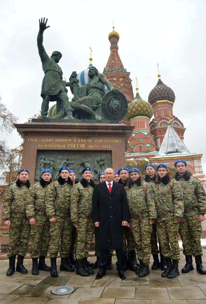 Prezydent Rosji Władimir Putin na Placu Czerwonym