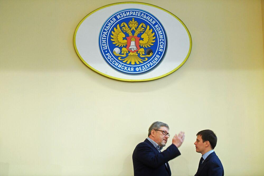 Kandydat na prezydenta Rosji z partii Jabłoko Grigorij Jawliński w Centralnej Komisji Wyborczej Federacji Rosyjskiej