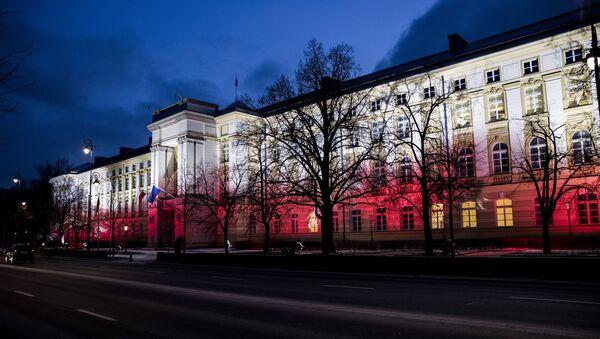 Polska. Warszawa. Kancelaria Premiera RP w barwach narodowych - Sputnik Polska