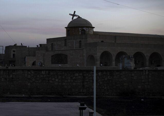 Zniszczony przez terrorystów kościół w okolicach Mosulu