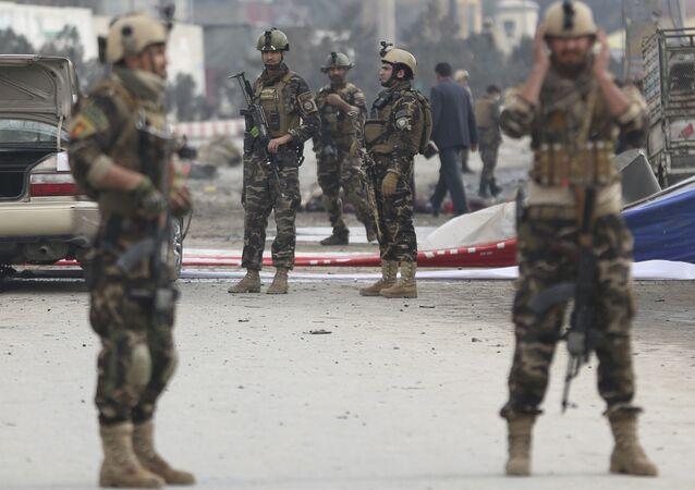 Afgańska policja na miejscu zamachu w Kabulu