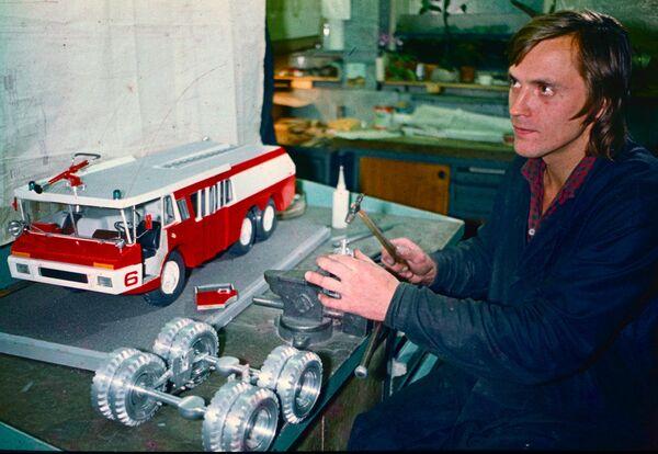 Wóz strażacki ZIŁ-SiD radziecko-francuskiej produkcji zjechał z taśmy produkcyjnej we Francji w 1975 roku. Pierwsze pojazdy dyżurowały przy obiektach sportowych podczas Igrzysk Olimpijskich w Moskwie w 1980 roku. Jednak okazał się on zbyt drogi i nie trafił do seryjnej produkcji. - Sputnik Polska