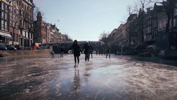 Anomalne mrozy sprzyjają zabawie - Sputnik Polska