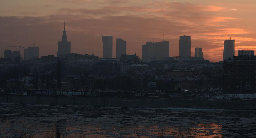Smog nad Warszawą. Zdjęcie archiwalne
