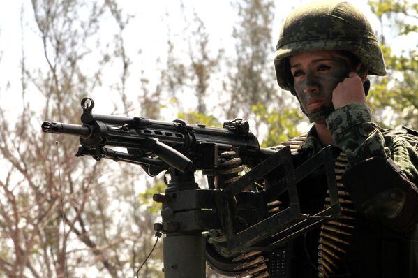 Żołnierka meksykańskiej armii - Sputnik Polska