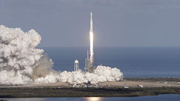 Start rakiety nośnej Falcon Heavy z kosmodromu na przylądku Canaveral. Zdjęcia archiwalne - Sputnik Polska