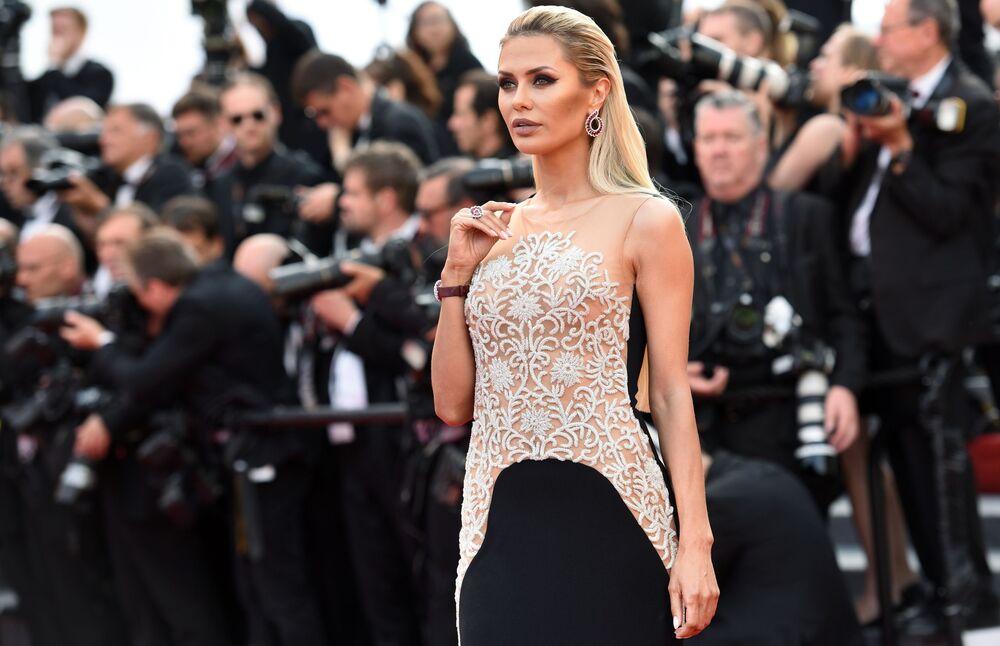 Victoria Bonya na czerwonym dywanie w Cannes