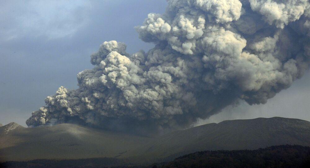 Erupcja wulkanu Shinmoe-dake