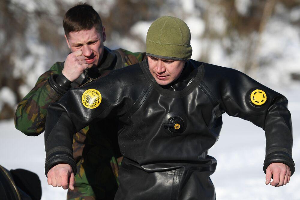 Szkolenie bojowe nurków specnazu Rosgwardii
