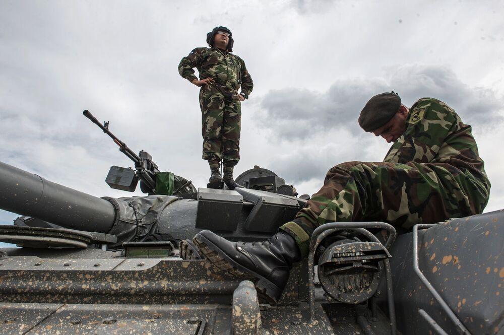 Żołnierz sił zbrojnych Nikaragui na poligonie w Ałabinie w obwodzie moskiewskim, gdzie odbywają się wyścigi treningowe w ramach Wojskowych Igrzysk Międzynarodowych - 2015