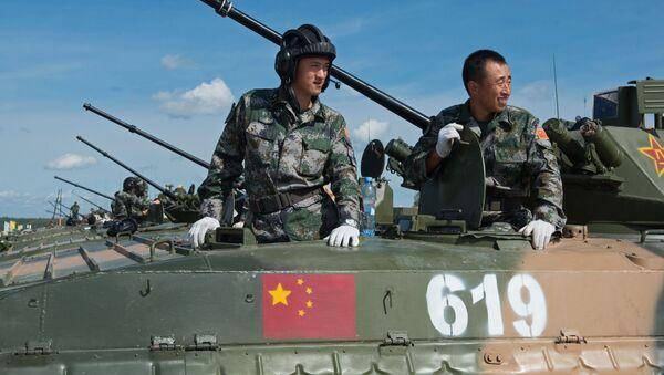 Żołnierze sił zbrojnych Chin na poligonie w Ałabinie w obwodzie moskiewskim, gdzie odbywają się wyścigi treningowe w ramach Wojskowych Igrzysk Międzynarodowych - 2015 - Sputnik Polska