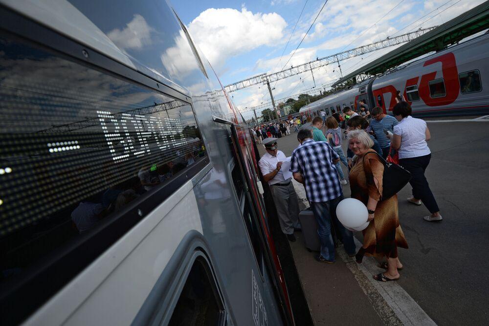 Dwupiętrowy pociąg Moskwa-Woroneż wyruszył w pierwszą podróż