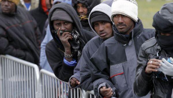 Imigranci w obozie w Calais - Sputnik Polska