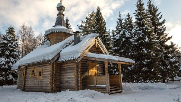 Męski monaster w Wodłozierskim Parku Narodowym w Karelii - Sputnik Polska
