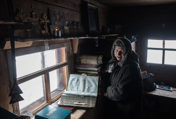 W 1990 roku Agafia próbowała przerwać swoje odosobnienie. Złożyła śluby zakonne w klasztorze staroobrzędowców, ale kilka miesięcy później wróciła do swojego domu w tajdze, tłumacząc to różnicami ideologicznymi z zakonnicami. - Sputnik Polska