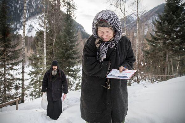 Agafia otrzymuje listy, paczki z ubraniami, jedzeniem i niezbędnymi towarami. - Sputnik Polska