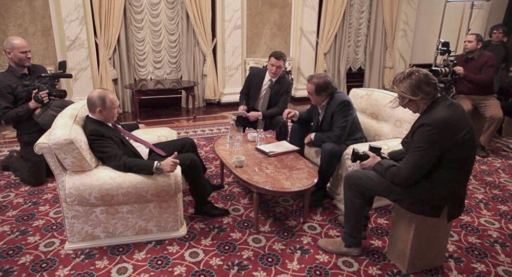 Prezydent FR Władimir Putin i reżyser USA Olivir Stone