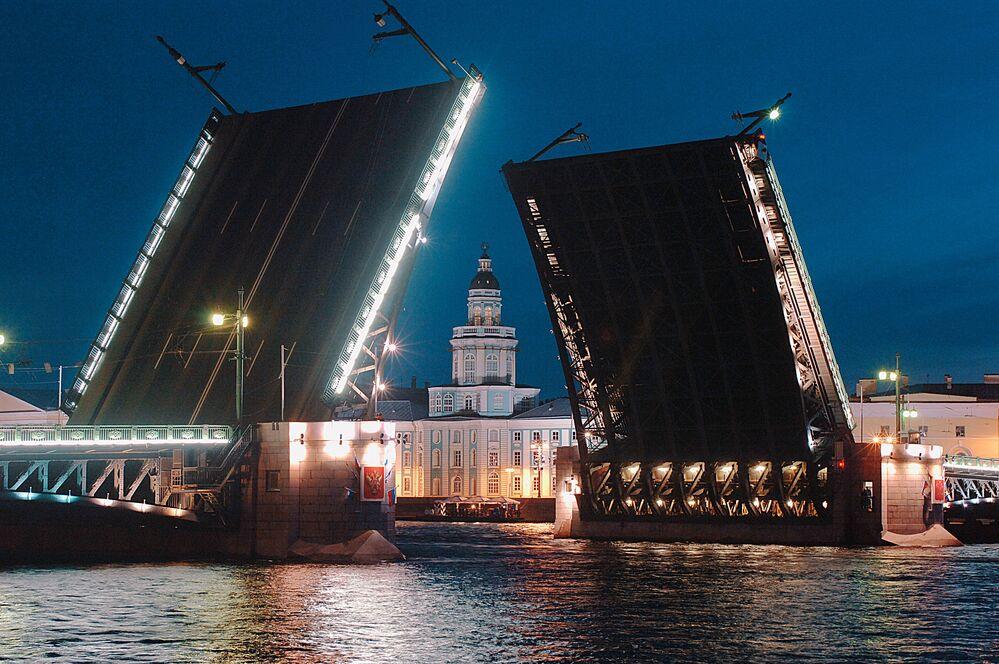 Rzeka Newa, Petersburg