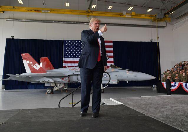 Prezydent Stanów Zjednoczonych Donald Trump podczas przemówienia w bazie wojskowej Miramar w San Diego
