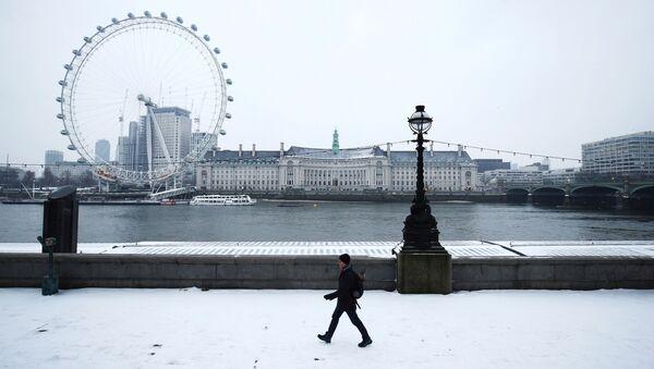Zaśnieżony bulwar w Londynie - Sputnik Polska