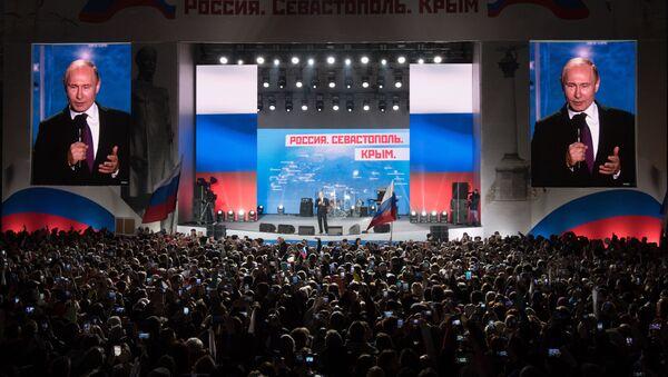 """Prezydent Rosji Władimir Putin przemawia na wiecu """"Rosja, Sewastopol, Krym"""" w Sewastopolu - Sputnik Polska"""