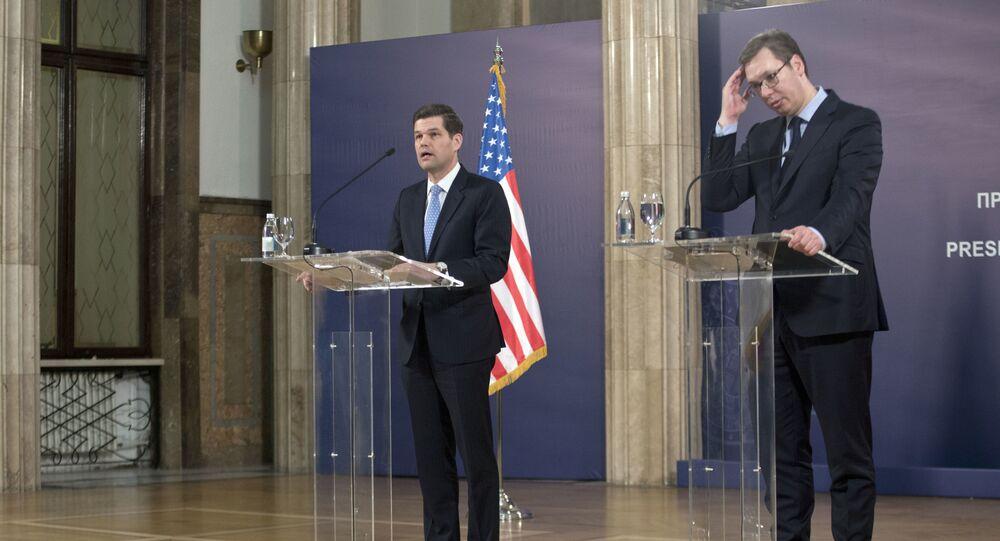 Asystent sekretarza stanu USA ds. Europy i Eurazji Wess Mitchell na spotkaniu z prezydentem Serbii Aleksandrem Vučićiem w Belgradzie