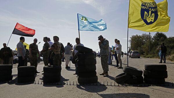 Aktywiści blokują trasę przy miejscowości Czongar, na granicy między Ukrainą i Krymem - Sputnik Polska