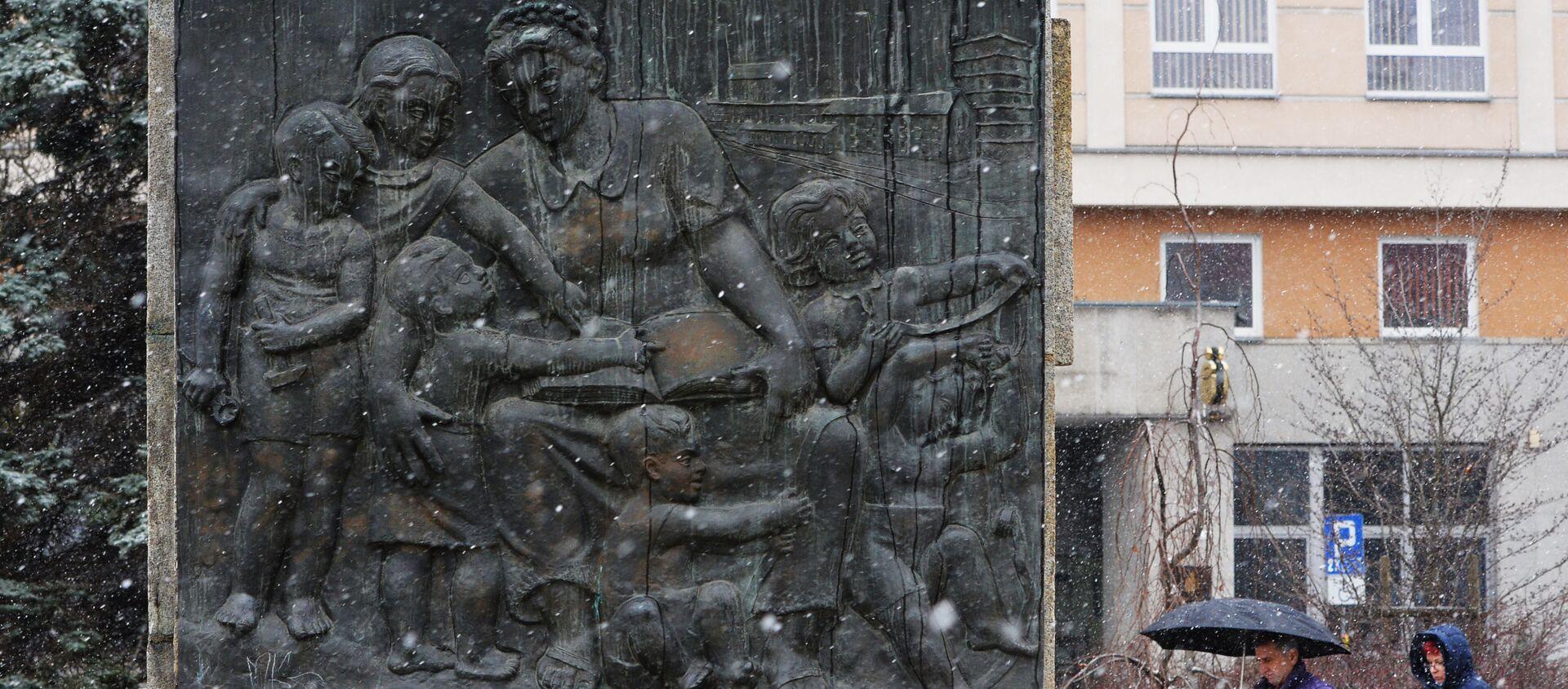 Pomnik radziecko-polskiego braterstwa broni w centrum Legnicy. - Sputnik Polska, 1920, 08.05.2021