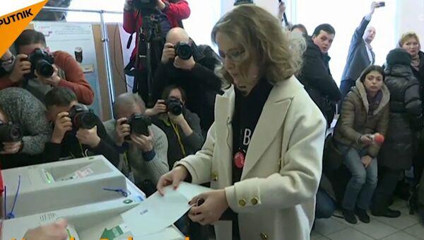 Kandydaci na prezydenta głosują - Sputnik Polska