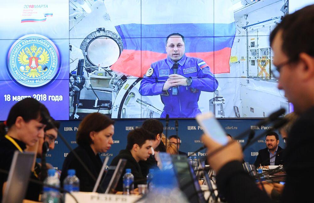 Wideokonferencja z załogą Międzynarodowej Stacji Kosmicznej podczas wyborów prezydenckich w Rosji