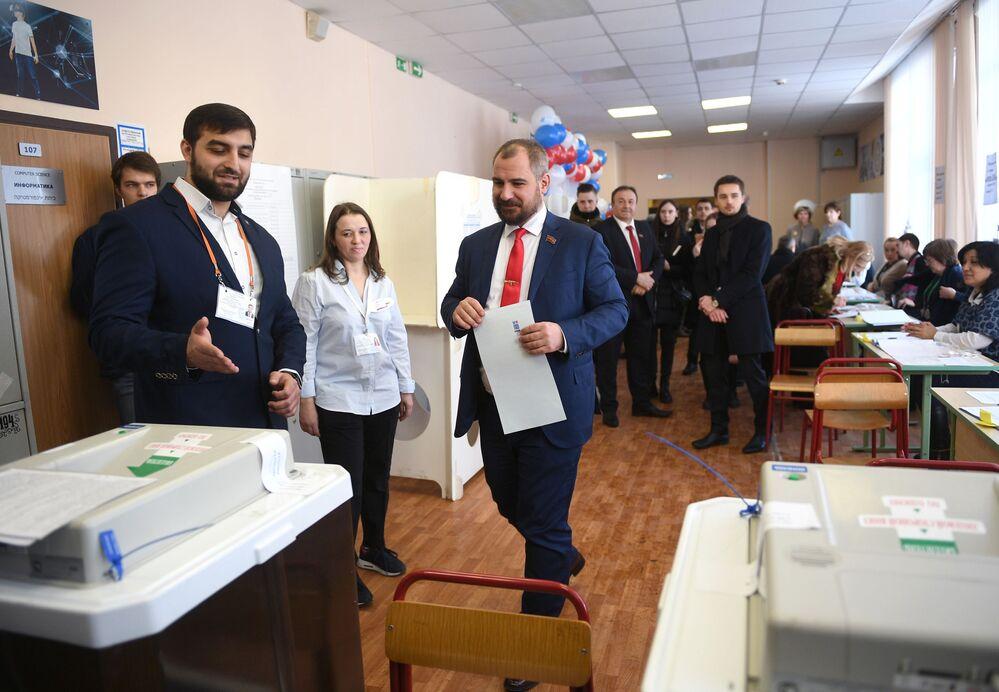 Kandydat na prezydenta Rosji Maksim Surajkin