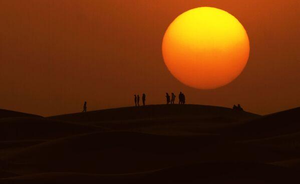 Zachód słońca na Saharze - Sputnik Polska