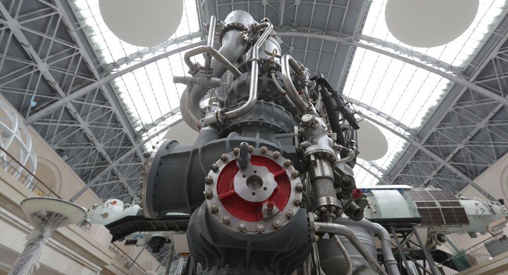 Model silnika rakietowego na paliwo ciekłe NK-33 w pełnej skali