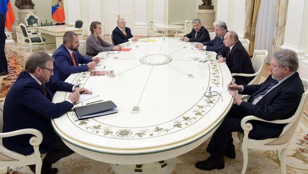 Prezydent Rosji Władimir Putin na spotkaniu z kandydatami na prezydenta Rosji - Sputnik Polska