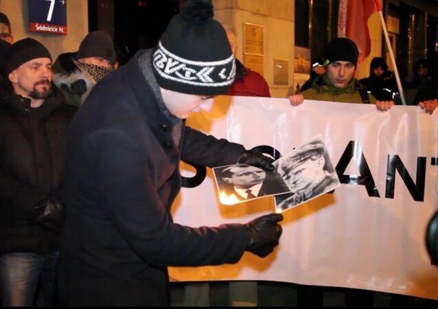 Polscy nacjonaliści spalili portrety Stepana Bandery i Romana Szuchewycza