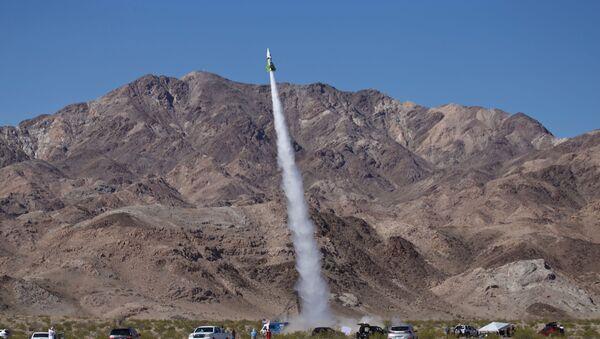 Mike Hughes z Kalifornii odbył lot w skonstruowanej przez siebie rakiecie - Sputnik Polska