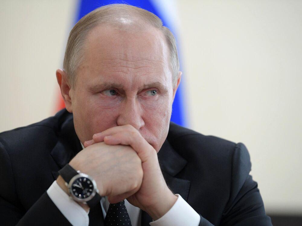 """Władimir Putin podczas zebrania poświęconego likwidacji skutków pożaru w centrum handlowym """"Zimowa wiśnia"""" w Kemerowie"""