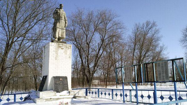 Pomnik przy zbiorowym grobie radzieckich żołnierzy w Charkowie, Ukraina - Sputnik Polska