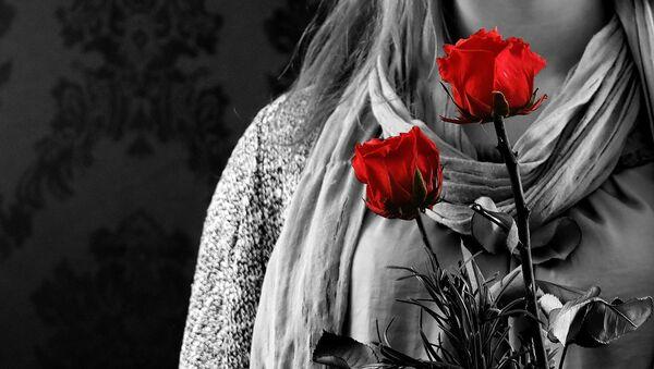 Kobieta z różami - Sputnik Polska