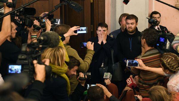 Deputowana Rady Najwyższej Nadieżda Sawczenko odpowiada na pytania dziennikarzy podczas posiedzenia Sądu Najwyższego Federacji Rosyjskiej. Zdjęcie archiwalne - Sputnik Polska